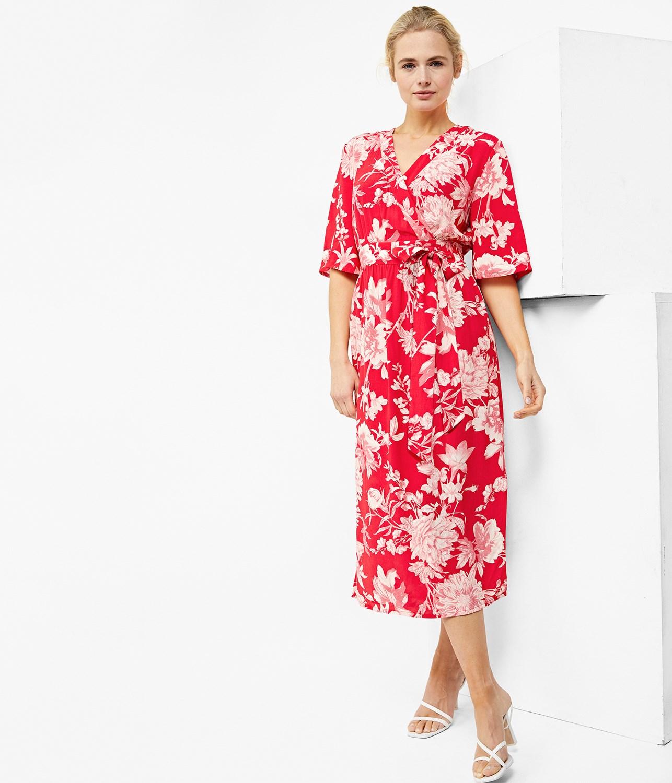 c30515e6 Lang blomstrete kjole